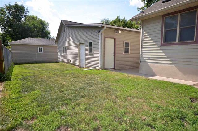 201 8th Ave SW Independence, IA | Huff Land Company